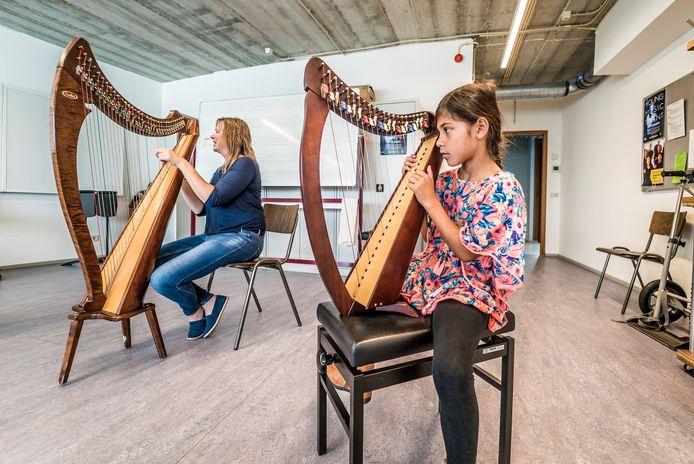 CKC Zoetermeer - Proeflessen muziekinstrumenten - Marjatta Fehres geeft harples