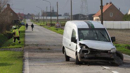 Automobilist uit wagen geslingerd, kleuter ongedeerd