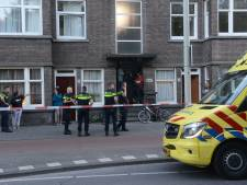 Drie mannen stappen uit busje en schoppen man (37) op De la Reyweg