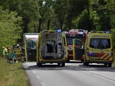 Man zwaargewond na botsing met auto tegen boom bij Zeddam