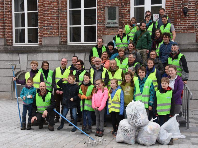 Vorige maand verzamelden een 60-tal vrijwilligers (niet allemaal op de foto) 800 kilogram zwerfvuil.