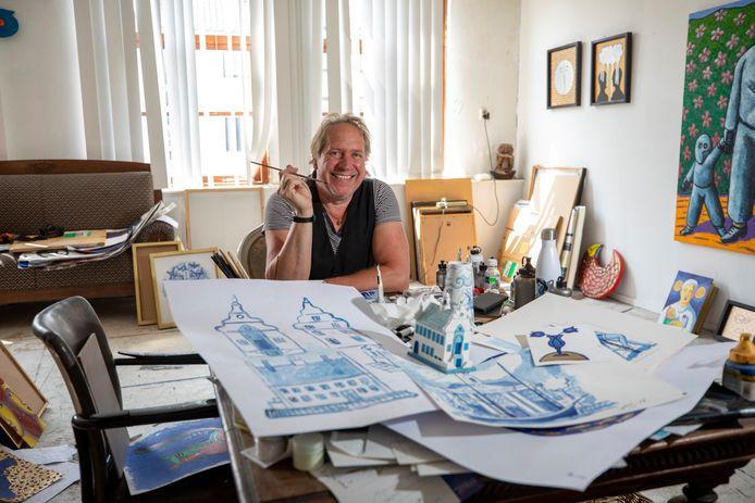 Het nieuwe project van de Schiedamse kunstenaar Jacques Tange, Schiedam Blue, lijkt een beetje op Delfts blauw, maar dan anders.