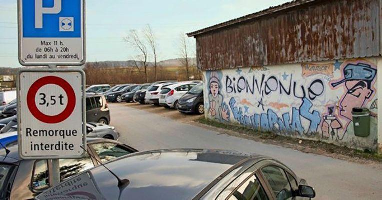 De parkeerplaats in de buurt van het Zwitserse Chavornay.