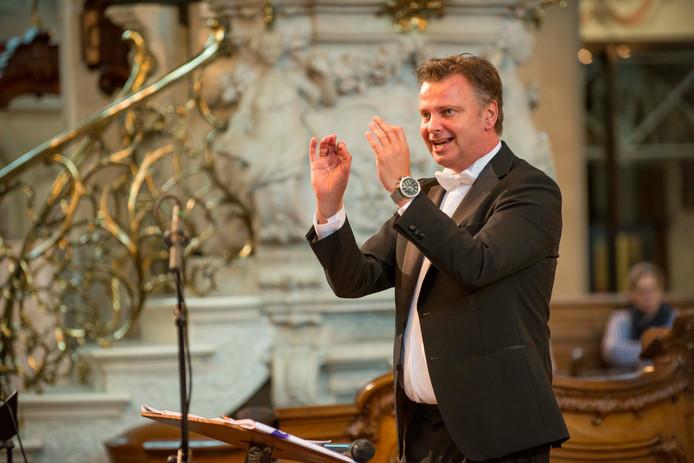 Dirigent Peter Wildeman uit Tholen
