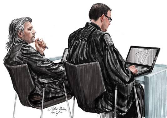 Aydin C. (oa bekend van Amanda Todd) met zijn adcocaat Robert Malewicz in de rechtbank de bunker.