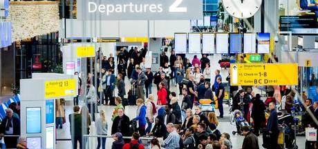 Storing paspoortcontrole Schiphol zorgt voor lange rijen