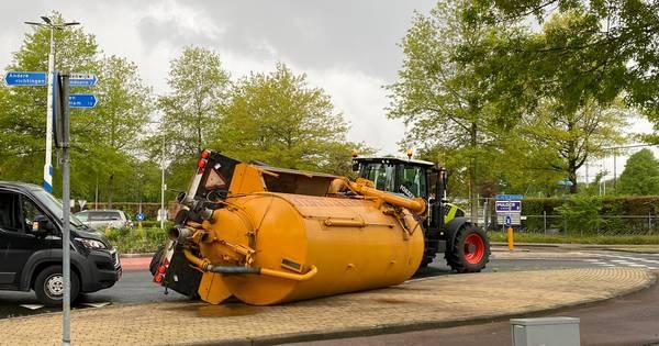 Grote drukte door gekantelde tank bij rotonde in Nijverdal.