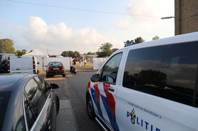 De politie heeft op last van de gemeente het Apeldoornse Terrastival beëindigd. De organisatie zou zich niet de regels hebben gehouden.