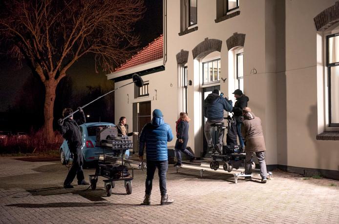 Filmopnames bij het voor de gelegenheid mooi uitgelichte voormalig treinstation aan de Demmerik