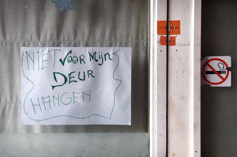 Briefje op een deur in Brunssum. Beeld null