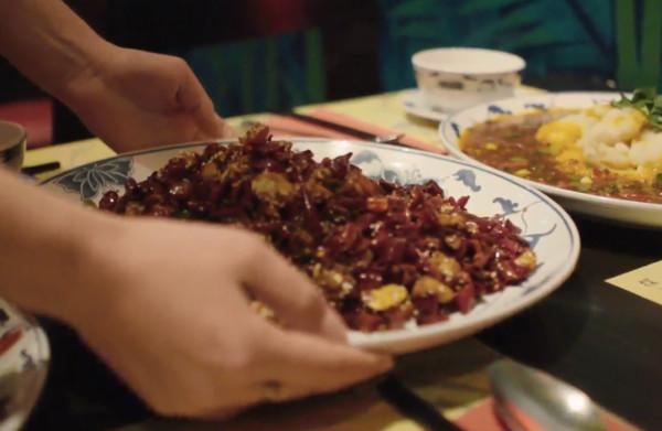 Houd je van pittig eten? Foodvlogger Mooncake gidst je door de Sichuankeuken