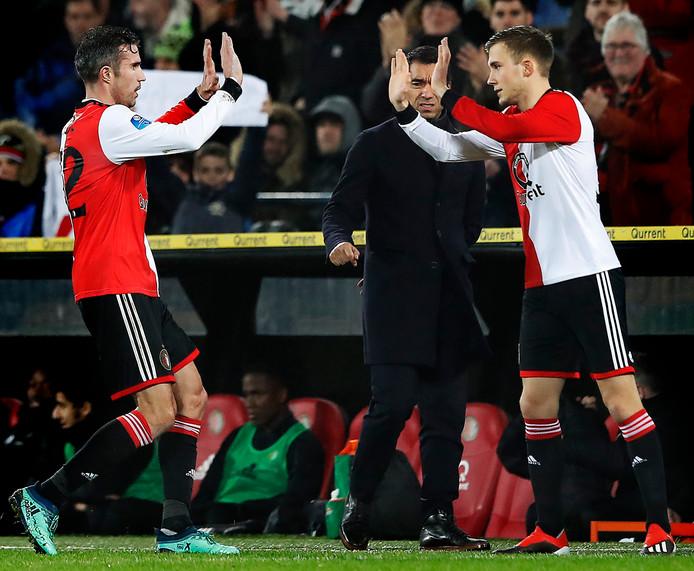 Dylan Vente valt in voor Robin van Persie tijdens Feyenoord - VVV dit seizoen.