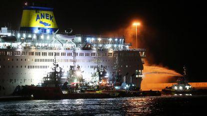 Brand op Griekse veerboot: meer dan 800 passagiers geëvacueerd