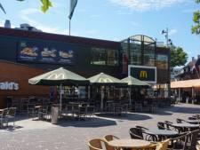 Ruziemakende mannen in fastfoodketen mishandelen beveiliger op Piusplein Tilburg