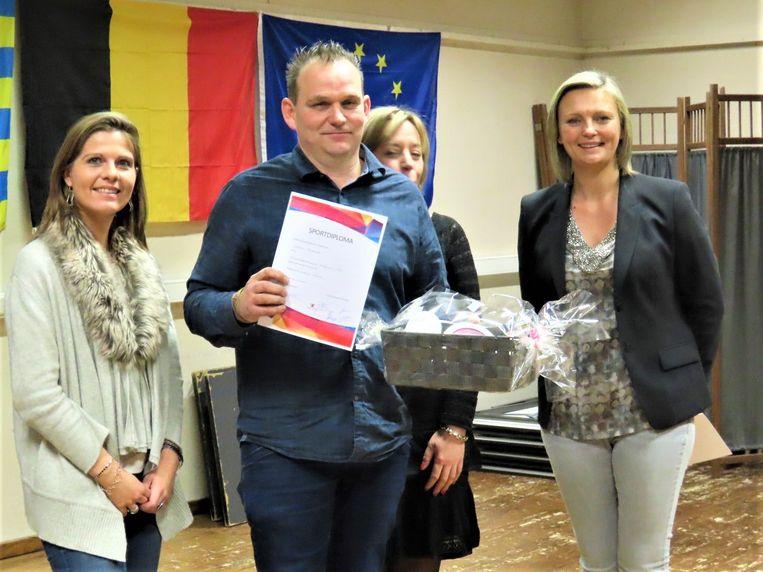 Duivenmelker Frederik Coninx werd verkozen tot 'Sportman van het Jaar' met de beste duif van ons land.