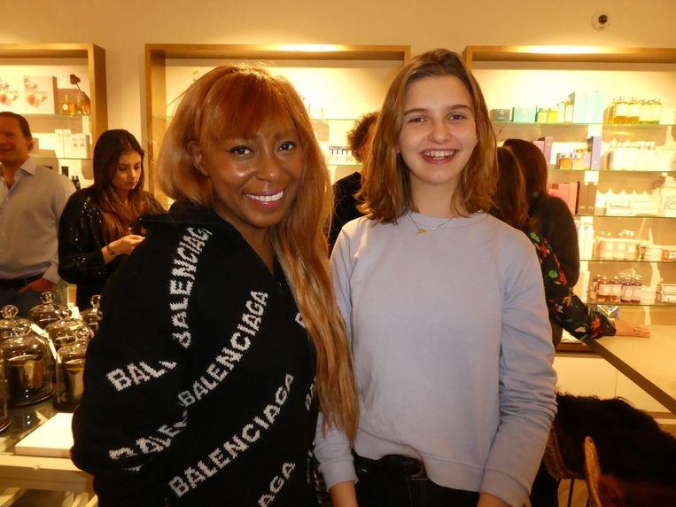 Beautyexpert Amanda Rijff en stagiaire Joanne van Gool: