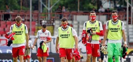 Dinamo Boekarest komt met de schrik vrij en blijft op het hoogste niveau