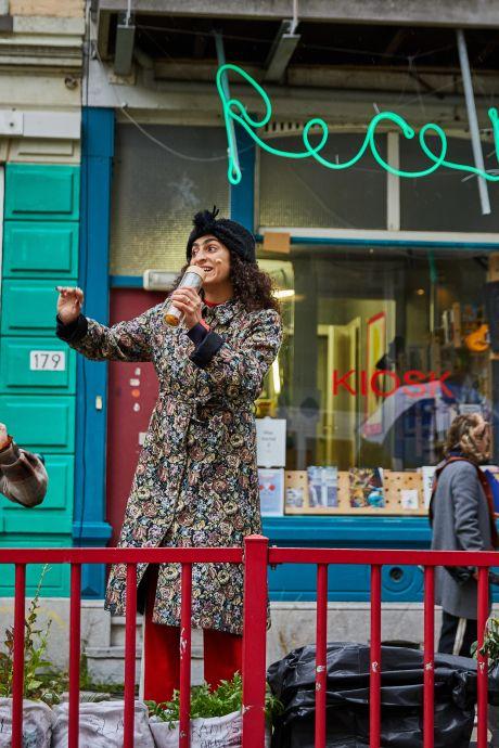 Sloopstraat als decor voor openluchtvoorstelling: 'Zure rollen zijn de leukste rollen'