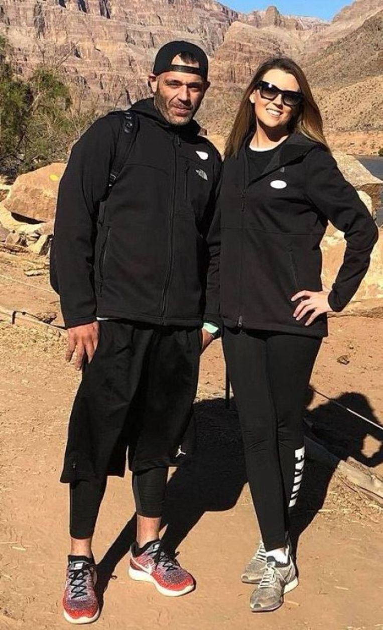 Het koppel op vakantie in de Grand Canyon.  Kate McClure en Marc D'Amico zeggen dat ze de reizen met hun eigen geld financierden.