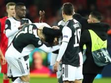 Cristiano Ronaldo s'énerve contre un supporter qui le prend par surprise pour faire un selfie