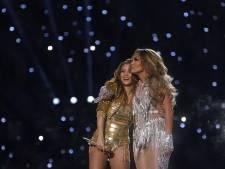 Shakira flink 'over de tong' na opvallende actie tijdens Super Bowl