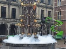 Fontein op het Binnenhof lijkt wel groot bubbelbad