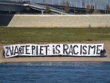 Pegida trekt zich terug bij sintintocht Nijmegen: hooligans gaan in publiek staan