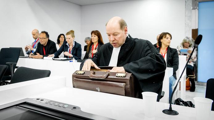Wim Anker, advocaat van Robert M., voorafgaand aan de uitspraak van het hoger beroep tegen hoofdverdachte M. en diens partner Richard van O. op 26 april 2013.