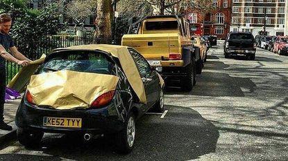 Londenaar steekt hilarisch de draak met gouden wagenpark Saoedische miljardair