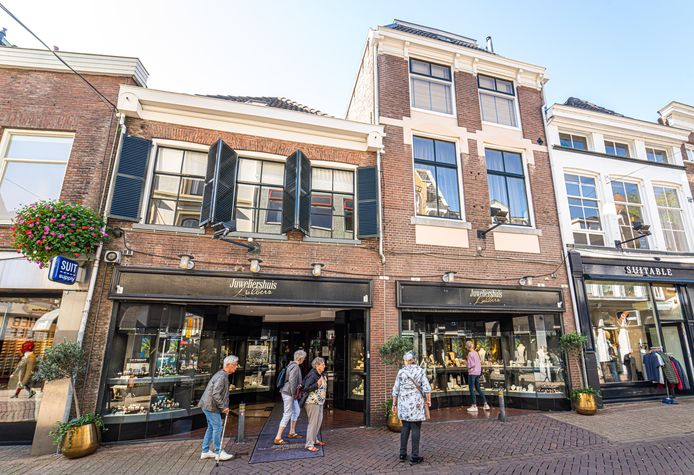 Dit pand aan de Luttekestraat werd ingenomen door de Duitsers in WOII. Zwolle wil nu onderzoeken of de stad onterecht belastingen heeft geheven aan teruggekeerde Joden, over hun ingenomen panden.