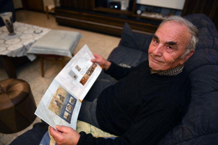 Casimir Van Roy (82), lid van de Koninklijke Vlaamse Bond van Postzegelverzamelaars, zit al 63 jaar in het vak en heeft naar eigen zeggen nog nooit zoiets meegemaakt.
