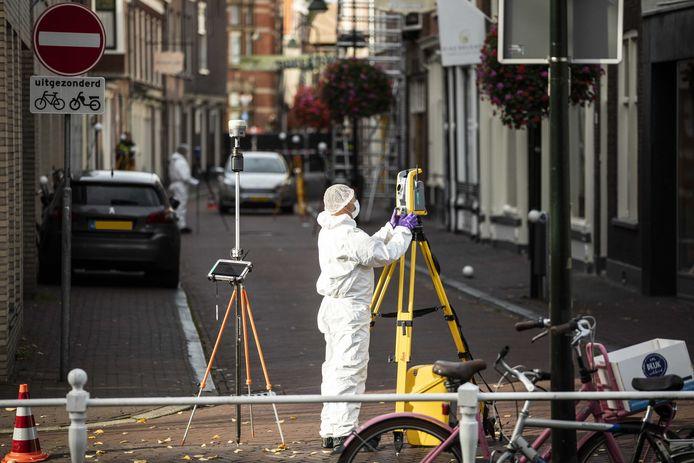 Onderzoek in de Breestraat nadat de politie op een man met een wapen heeft geschoten.
