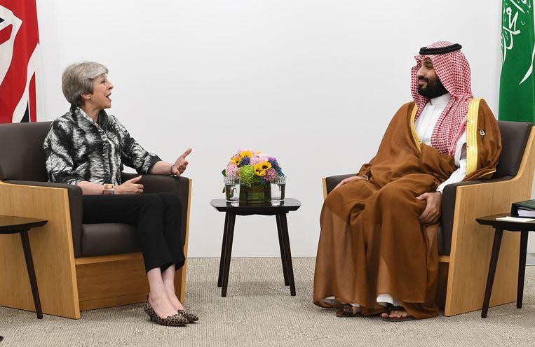 Mohammed Bin Salman met Theresa May. Beeld EPA