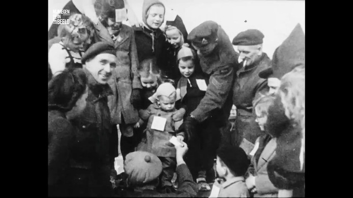 Beeld uit de film over de sleewedstrijd van de Canadezen.