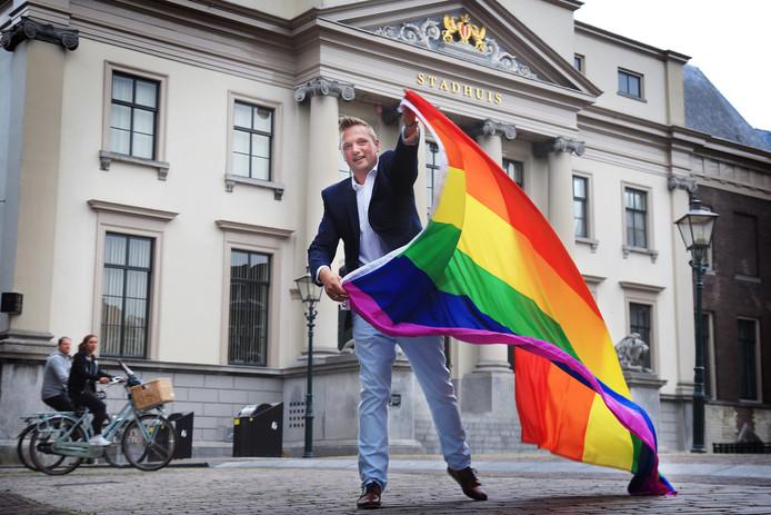 Eén van de vier regiogenoten in de 'Gaykrant100' is Dordrecht Pride-voorzitter Lennart Lenskens.