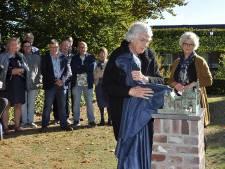 Kunstwerk Kasteel 't Juffere na 26 jaar eindelijk op zijn plek in Oploo