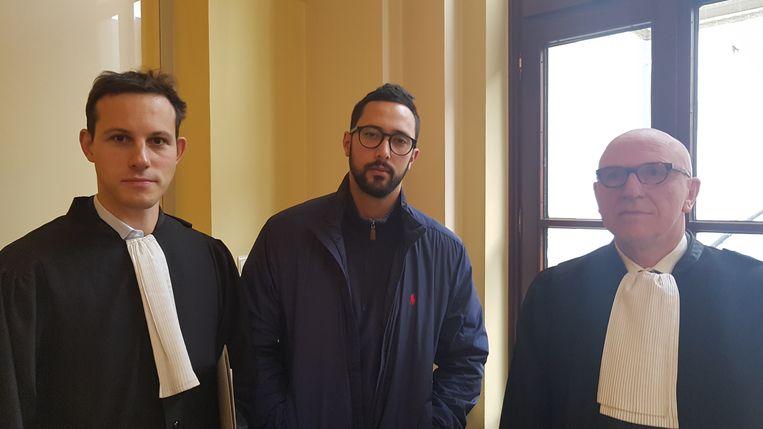 Advocaat Simon Bekaert, rapper Valtonyc, advocaat Paul Bekaert (vlnr).
