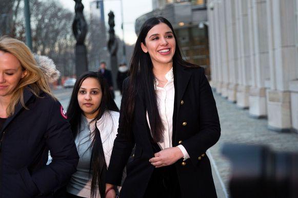 Emma Coronel Aispuro (uiterst rechts), de vrouw van El Chapo
