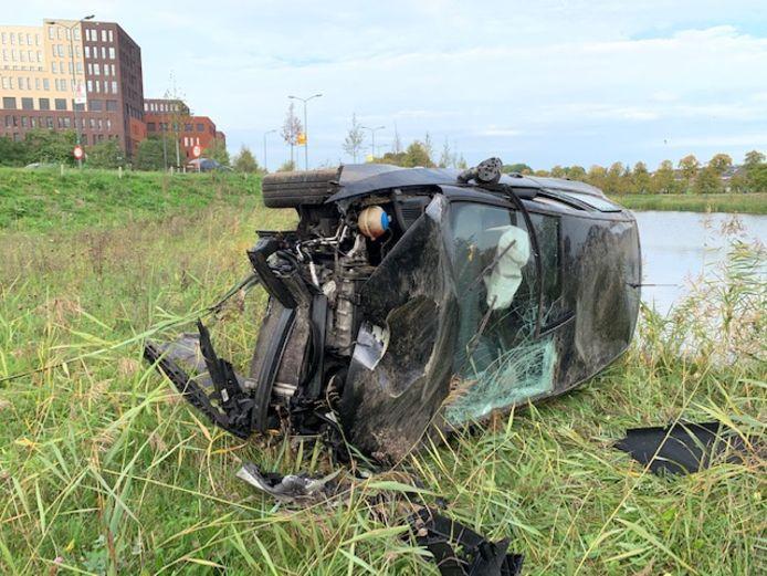Zwaar beschadigde auto gevonden in Den Bosch