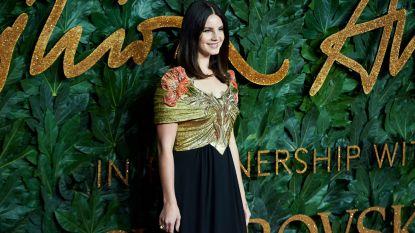 """Lana Del Rey brengt gedichtenboek uit voor 1 dollar """"want mijn gedachten zijn onbetaalbaar"""""""