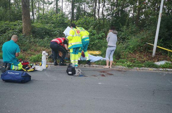 De hulpdiensten kwamen ter plaatse om het slachtoffer de eerste zorgen toe te dienen.
