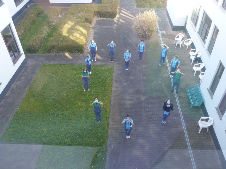 In WZC Denderoord testten 1 medewerker en 1 bewoner positief op COVID-19.