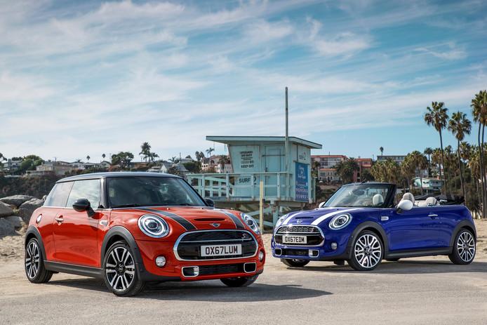 De huidige generatie van de Mini als Cooper S (links) en als Cabrio (rechts).