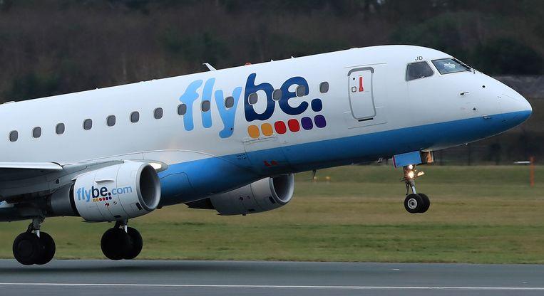Een vliegtuig van Flybe stijgt op in Manchester.