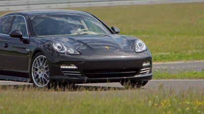 """Nancy (37) wordt wakker door motor van haar Porsche Panamera en ziet de wagen wegscheuren: """"Een raadsel hoe dieven de motor startten zonder sleutel"""""""