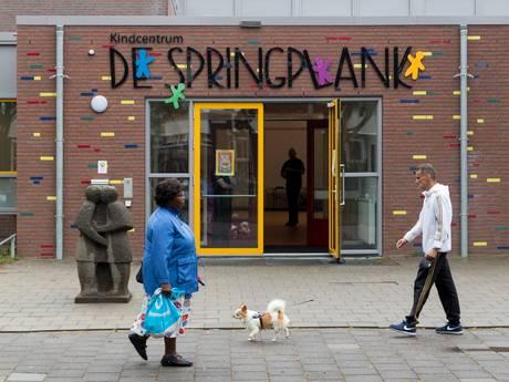 Ouders woest over 'seksspelletjes' op basisschool in Den Bosch, politie en  beveiligers bewaken ingang