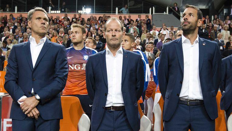 Bondscoach Danny Blind met zijn assistenten Marco van Basten en Ruud van Nistelrooij. Beeld anp