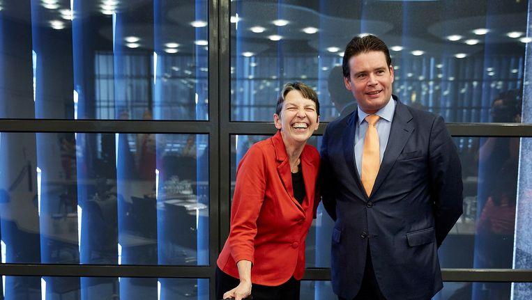De staatssecretarissen Jetta Klijnsma (L, Sociale zaken) en Frans Weekers (R, Financiën). Beeld ANP