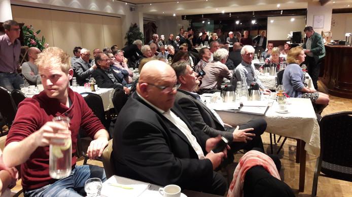 In maart zette de gemeente Landerd een informatiebijeenkomst op poten in Nieuw Schaijk over de megastal. Die trok tientallen belangstellenden.
