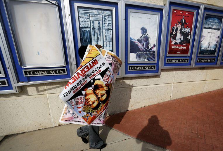 Uit angst voor de veiligheid van bioscoopbezoekers besloten sommige bioscopen al eerder de film niet meer te vertonen. Beeld ap